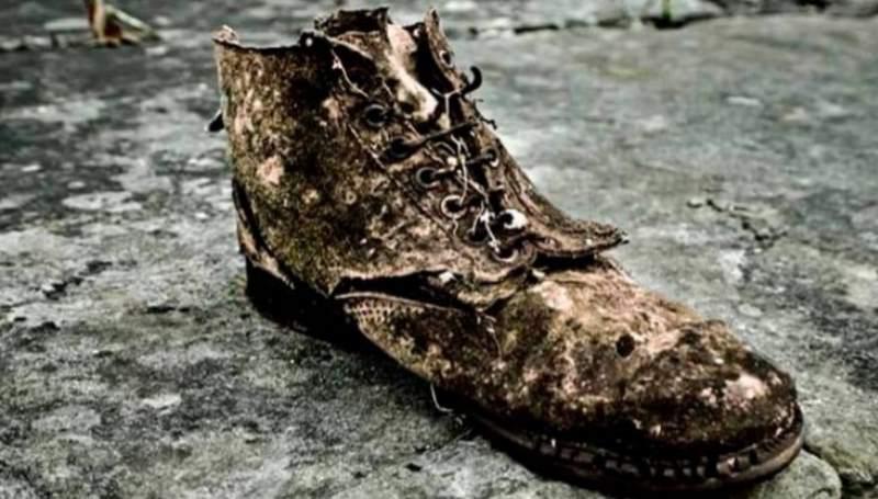 рваные ботинки