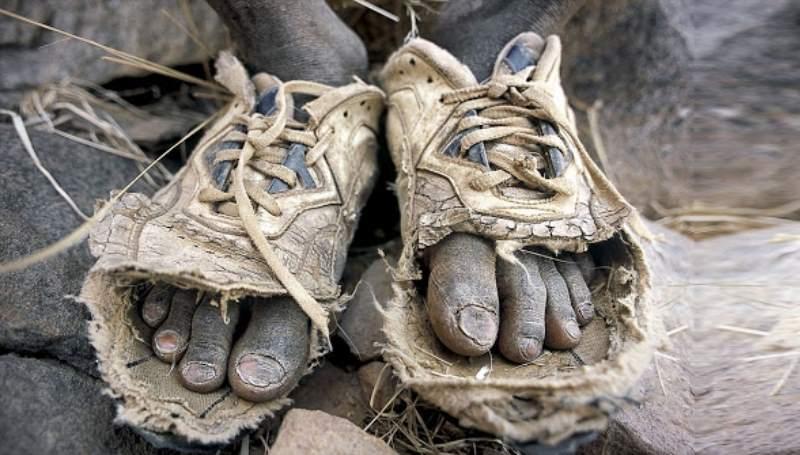 старые кроссовки без носков