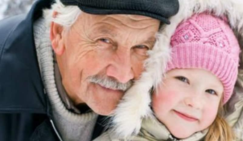 дедушка с девочкой
